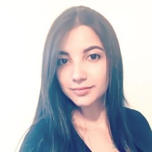 Digital Marketing Strategist Catheryn Bohorquez, a beautiful Columbian woman